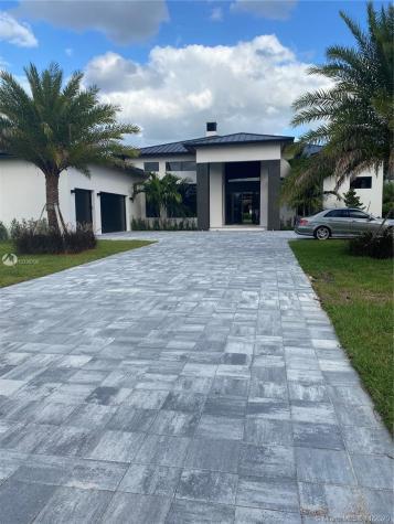 11055 SW 88 Ct Miami FL 33176