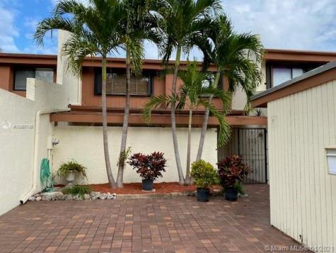 10421 SW 76 St Miami FL 33173