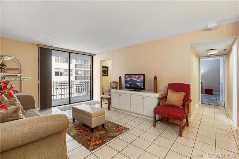 6061 Collins Ave Miami Beach FL 33140
