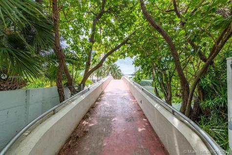 2463 Pine Tree Dr Miami Beach FL 33140