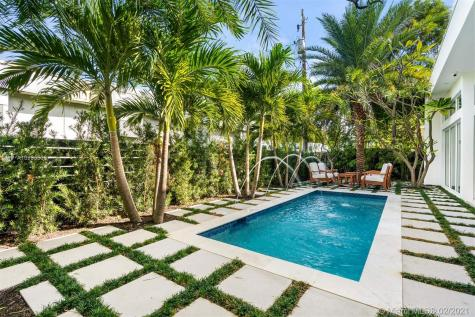 865 W 47th St Miami Beach FL 33140