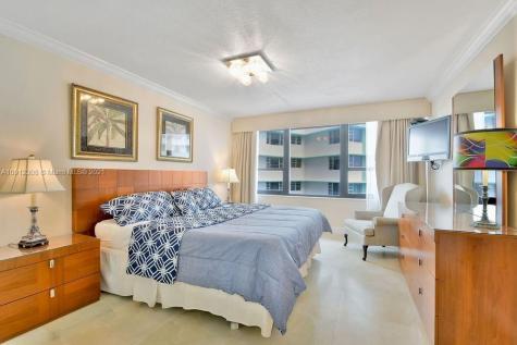 5225 Collins Ave Miami Beach FL 33140