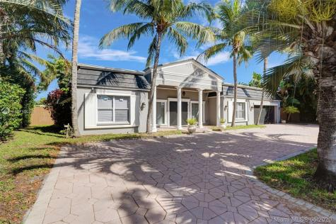 5541 Bayview Dr Fort Lauderdale FL 33308
