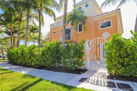 1360 Bayview Dr Fort Lauderdale FL 33304