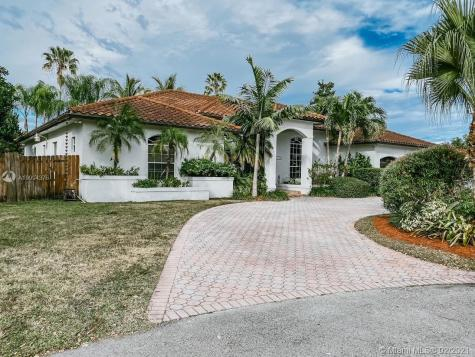 10121 SW 118th Ter Miami FL 33176