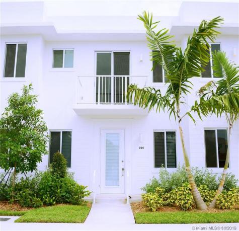 2621 NE 212th Ter Miami FL 33180