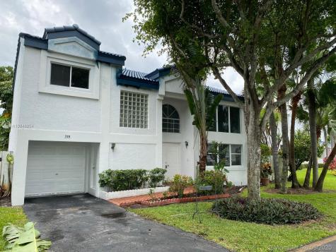 330 NE 213th St Miami FL 33179