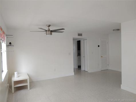 6424 Collins Ave Miami Beach FL 33141