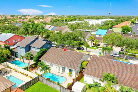 9759 SW 161st Pl Miami FL 33196