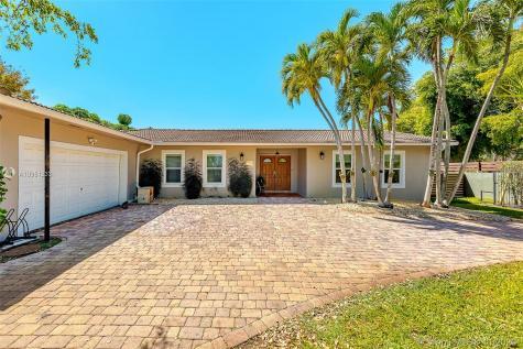 1800 NE 199th St Miami FL 33179