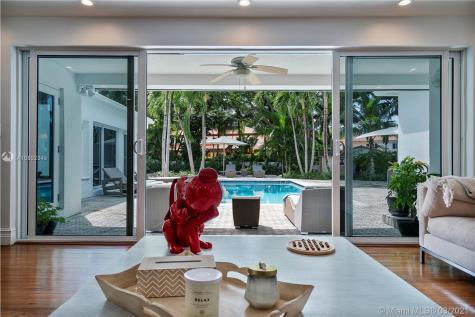 610 Gate Ln Miami FL 33137