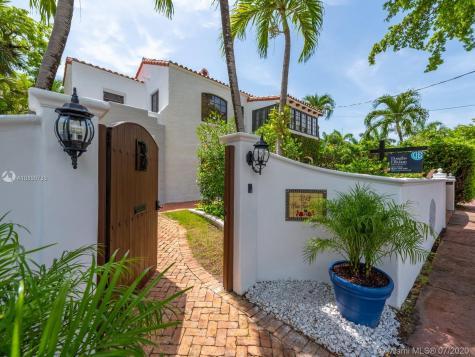 5242 Pine Tree Dr Miami Beach FL 33140