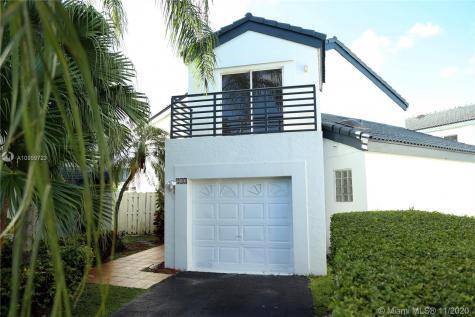 211 NE 212th St Miami FL 33179