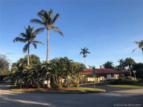 7815 SW 82nd Ct Miami FL 33143
