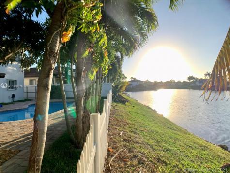 15658 SW 16th St Miami FL 33185
