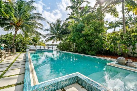 1260 Stillwater Dr Miami Beach FL 33141