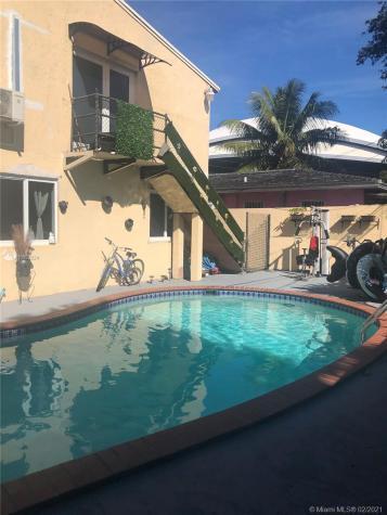 1738 NW 4th St Miami FL 33125