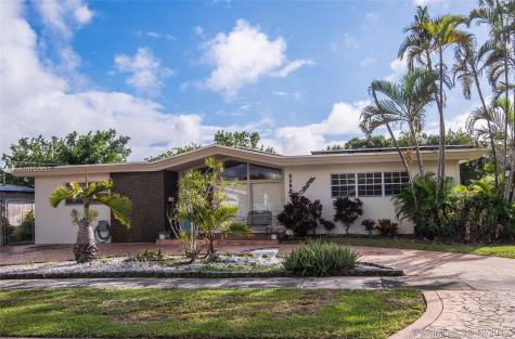 2360 NE 195th St Miami FL 33180