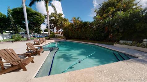 2420 NE 196th St Miami FL 33180
