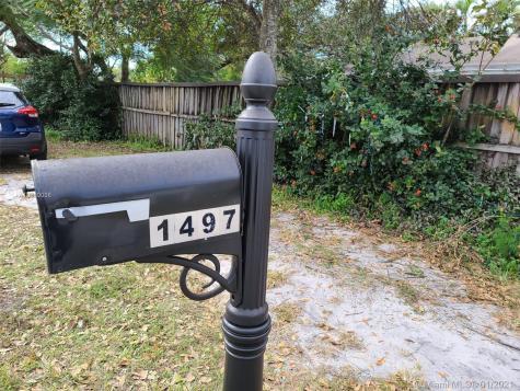 1497 SW 28th Ter Fort Lauderdale FL 33312