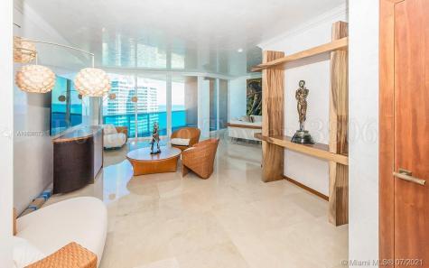 300 S Pointe Miami Beach FL 33139