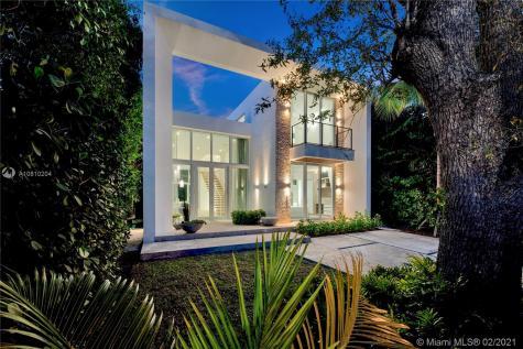 335 W 46th St Miami Beach FL 33140