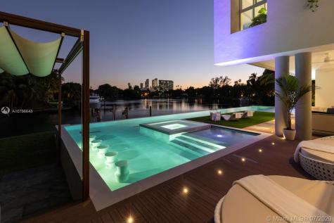 4731 Lake Rd Miami FL 33137