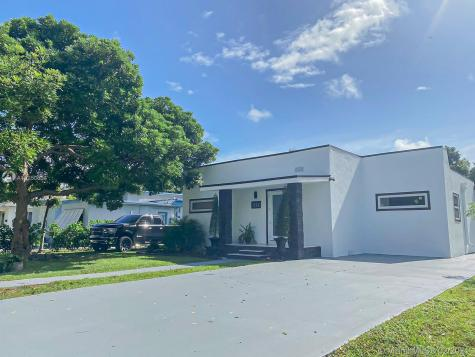 312 NE 108th St Miami FL 33161