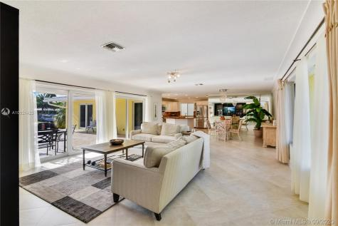 5201 Bayview Dr Fort Lauderdale FL 33308
