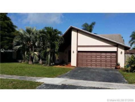841 NE 205th St Miami FL 33179