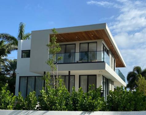 5701 N Bay Rd Miami Beach FL 33140
