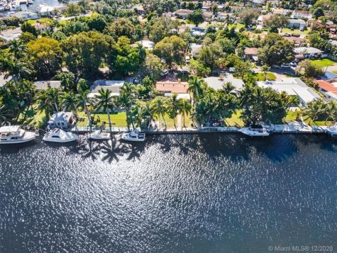 2051 NW 14th St Miami FL 33125