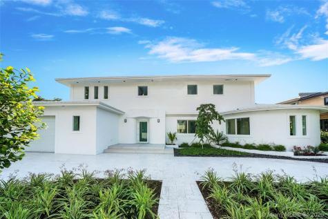 2535 Pine Tree Dr Miami Beach FL 33140