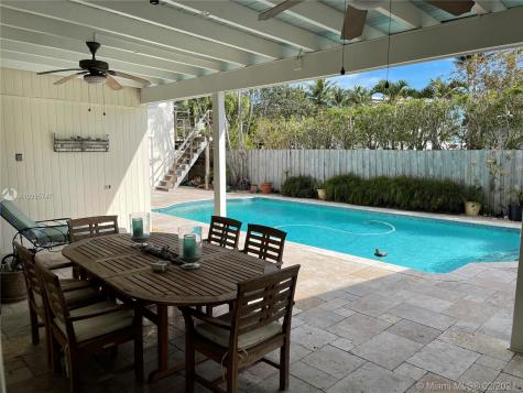 3595 Vista Ct Miami FL 33133