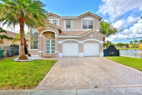 15468 SW 24th Ter Miami FL 33185