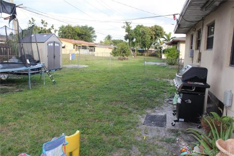 5321 NW 180th Ter Miami Gardens FL 33055