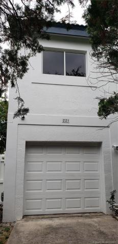 221 NE 211th St Miami FL 33179