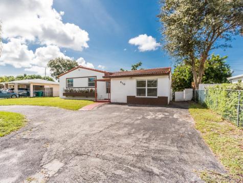 810 NE 175th St Miami FL 33162