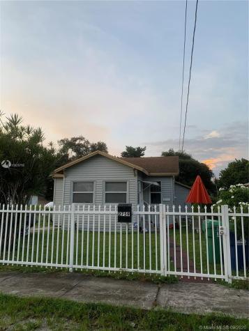 2759 NW 59th St Miami FL 33142