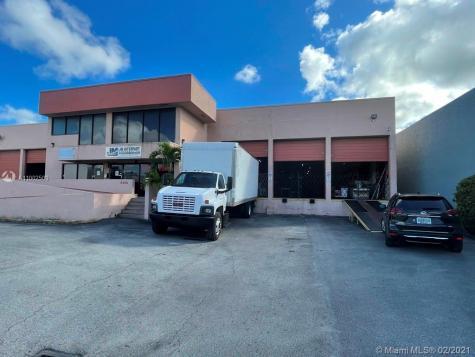8242 NW 70th St Miami FL 33166