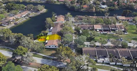 13814 Kendale Lakes Dr Miami FL 33183