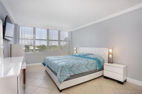 7441 S Wayne Ave Miami Beach FL 33141