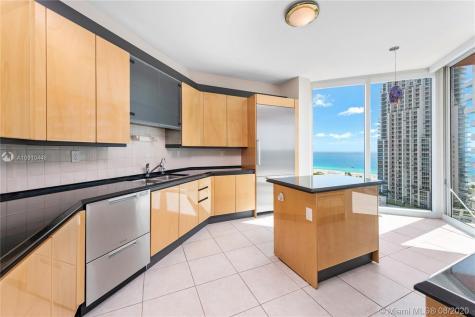 300 S Pointe Dr Miami Beach FL 33139