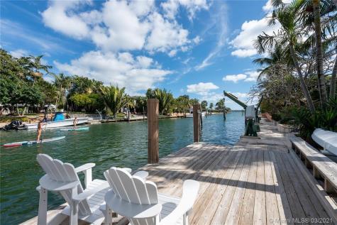 4245 Lake Rd Miami FL 33137